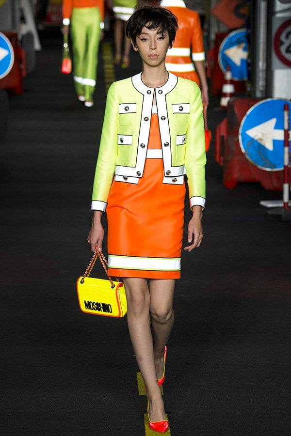 moschino-tailleur