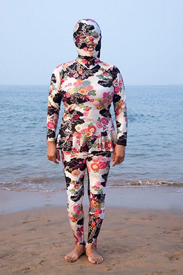 Facekini Philipp Engelhorn tedenza abbronzatura spiaggia Cina flowers print