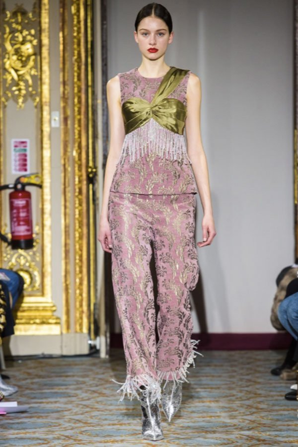 Huishan Zhang FW 18/19 storia della moda