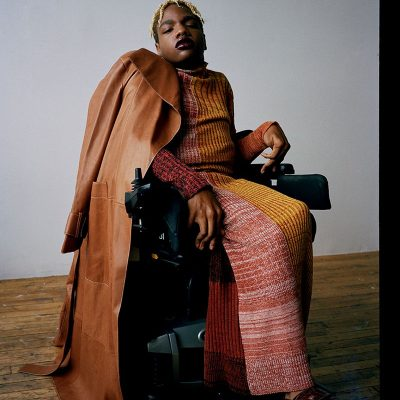 Aaron Philip, la prima modella in sedia a rotelle a firmare con Elite