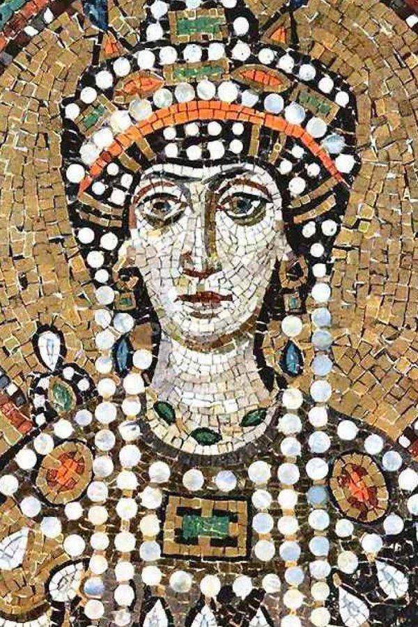 Teodora, gioielli, spille,
