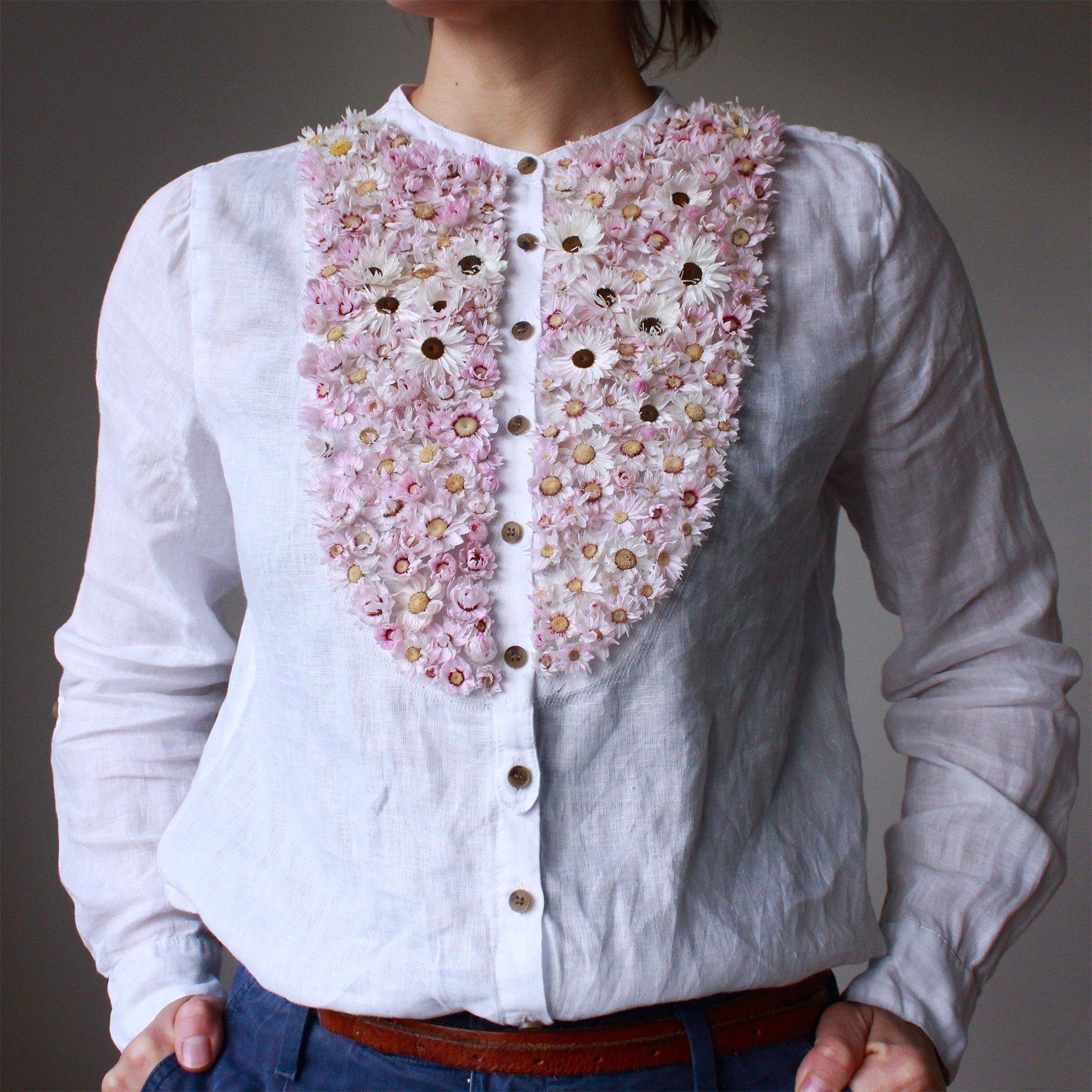 Intervista Olga Prinku, creatrice ricami in tulle, fiori secchi camicia