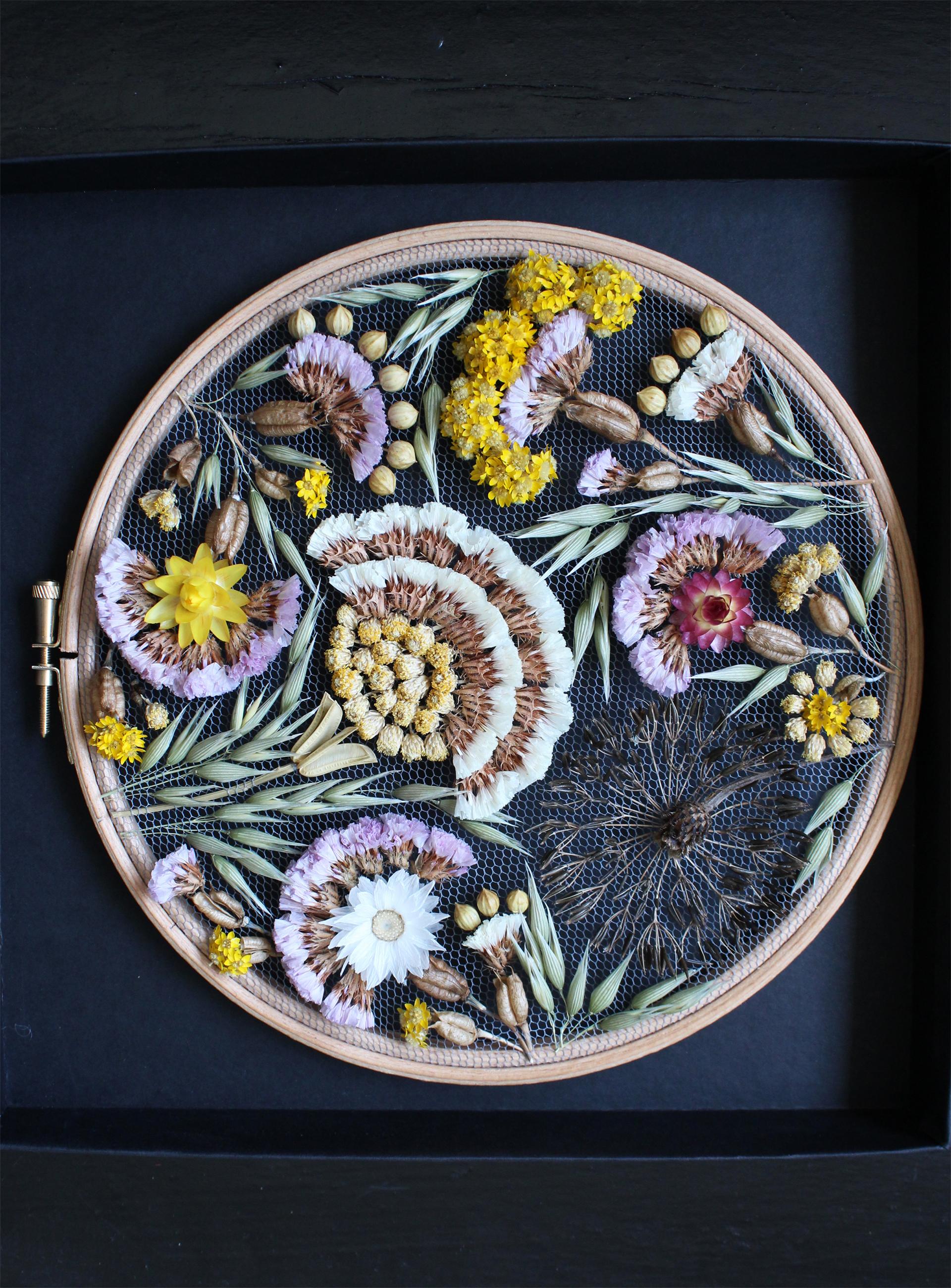 Intervista Olga Prinku, creatrice ricami in tulle, fiori secchi