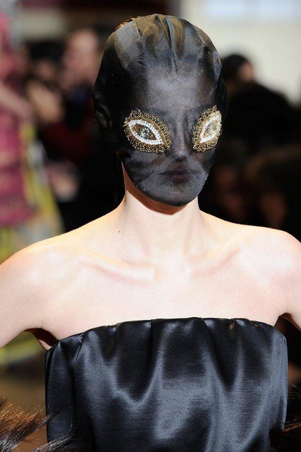 Storia della maschera, dal tribale alle passerelle, maschera Maison Margiela