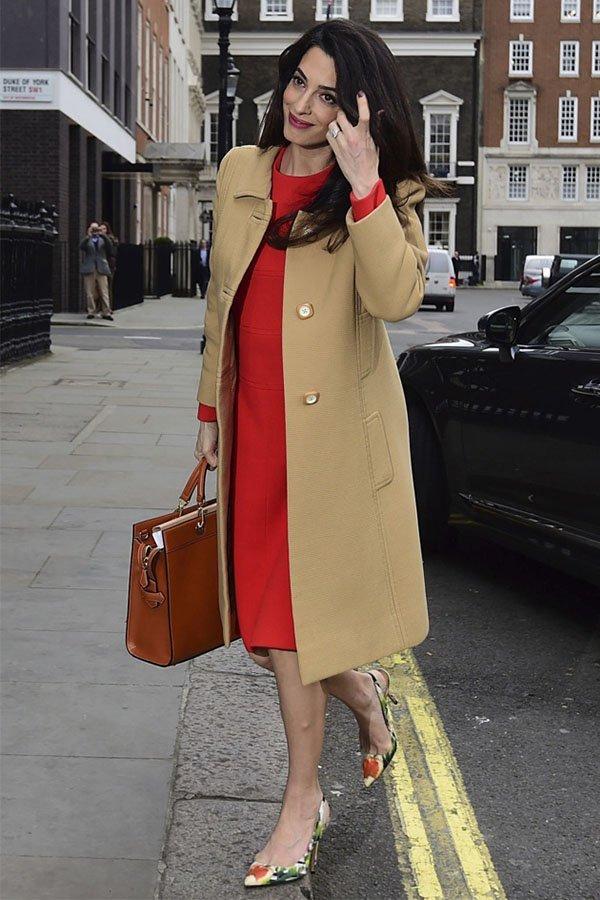 Amal Clooney, vestito rosso