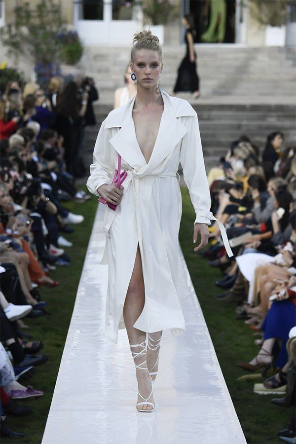 Jacquemus spring 2019, trench look