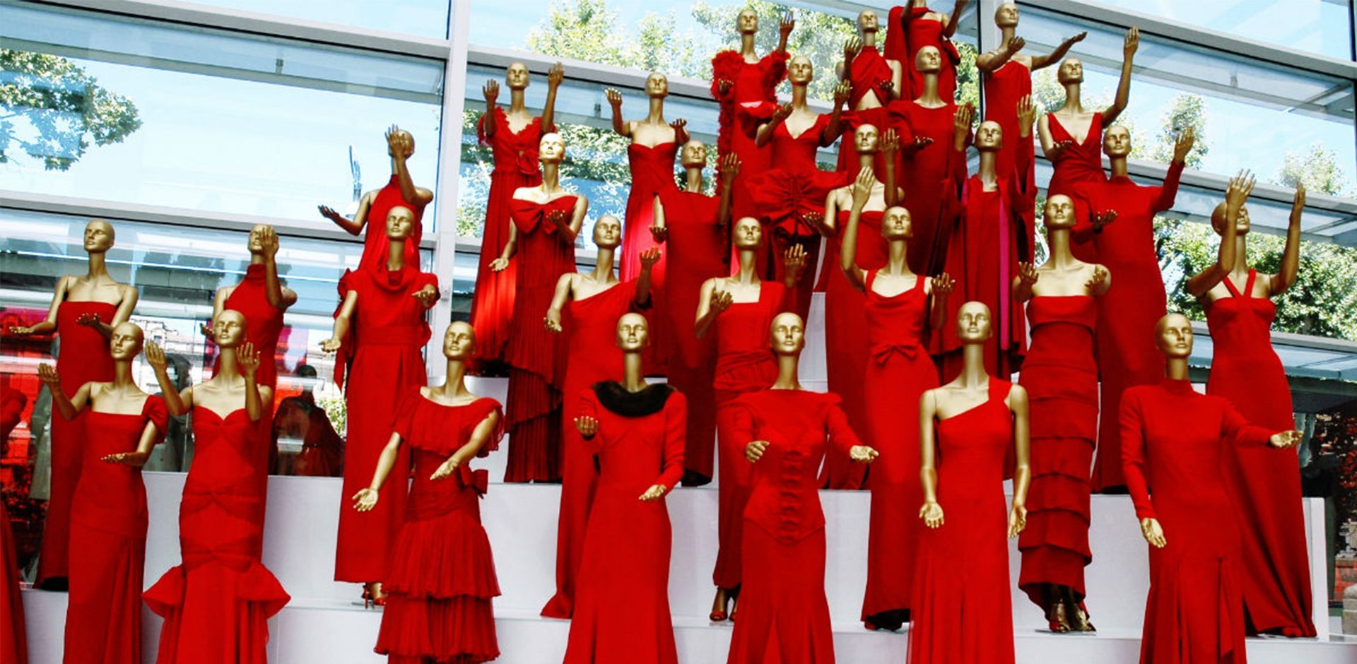 rosso nella moda, colore tendenza pe19, colore rosso,