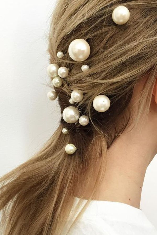 Storia delle perle, hairstyle