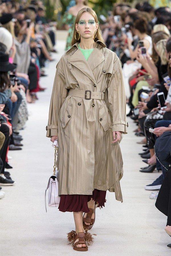 Valentino spring 2019, trench coat