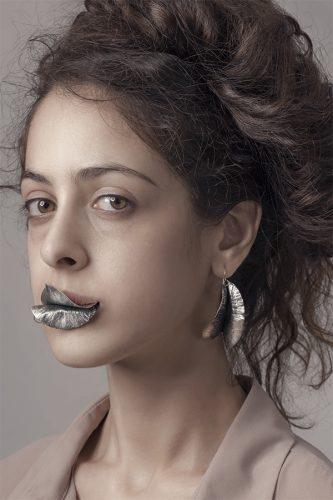 Erica Magliano, orafa sperimentale, orecchini foglia